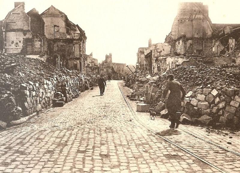 Cambrai, rue des Carmes détruite le 09 octobre 1918.